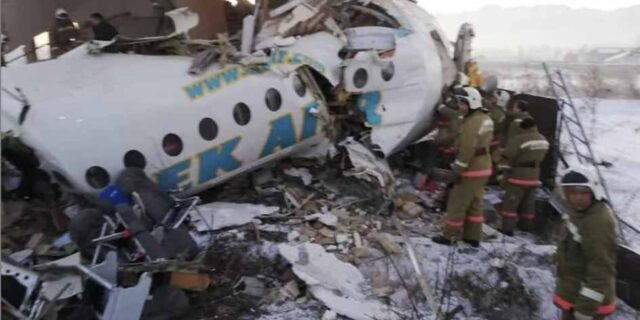 Kazakistan'da uçak kazası .En az 14 ölü
