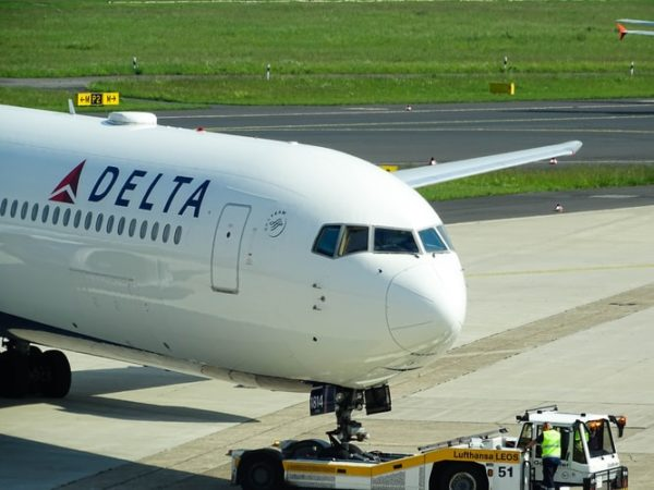Delta Airlines'a bazı müslüman yolculara ayrımcılıktan dolayı 50.000 dolar ceza verildi.