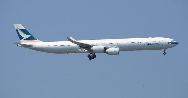 Cathay Pacific uçuş ekiplerine aşı olma zorunluluğu getiriyor