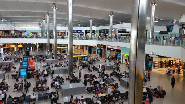 Heathrow'da bir otel karantina merkezi oluyor.