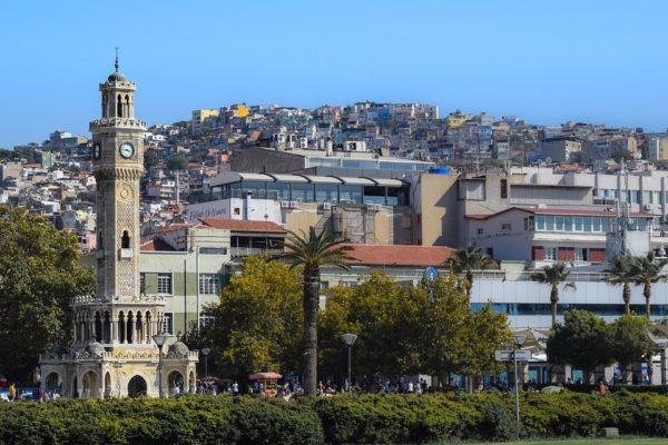 İzmir'in ilk Hyatt oteli için imzalar atıldı.