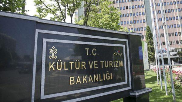 Turizm Bakanlığı'nda 6 bürokrat görevden alındı.