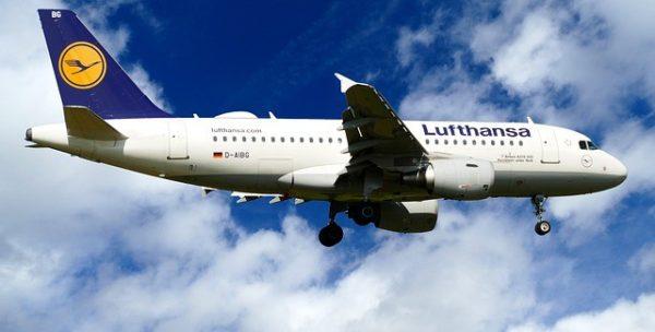Lufthansa uçuşlarını % 50 azaltıyor.