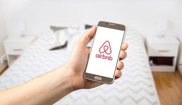 Kısıtlamalar kalktı, Airbnb'nin geliri %300 arttı