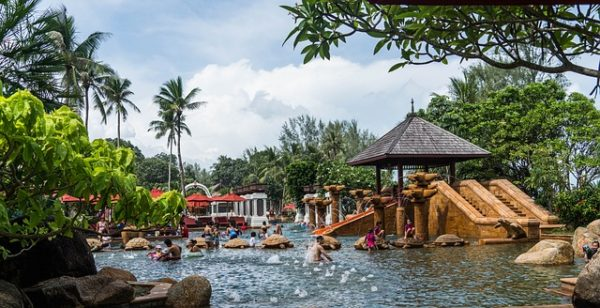 Phuket'te tüm oteller kapanıyor.