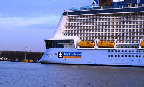 Royal Caribbean dönüşünü 1 ay daha erteledi.