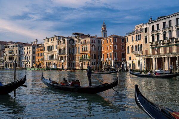 Venedik turistlerden giriş ücreti alacak