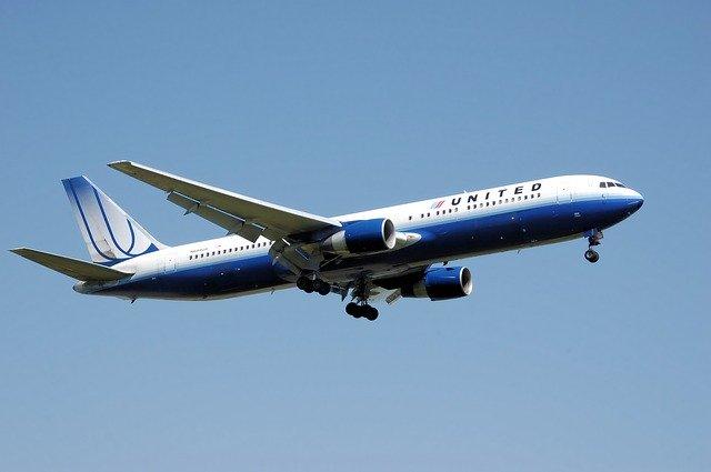 United Airlines Aşı Olmayan 600 Çalışanla Yollarını Ayırıyor