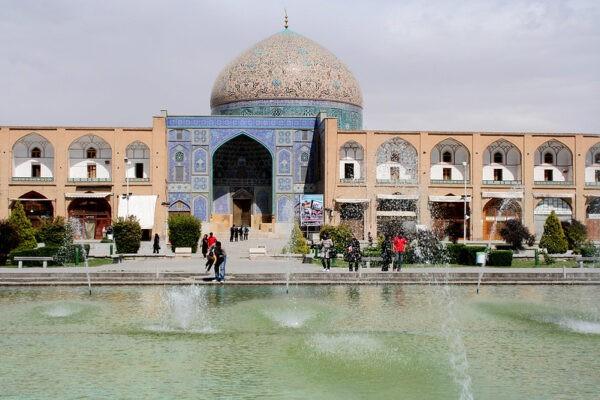 İran sınırlarını yabancı turistlere açıyor