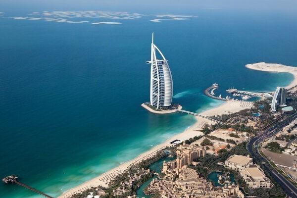 Birleşik Arap Emirlikleri aşılı tüm turistlere sınırlarını açıyor