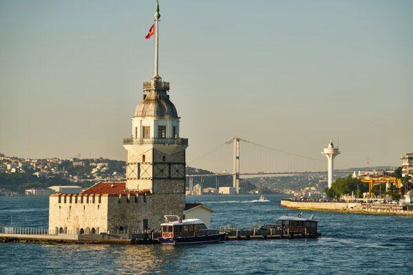 Nisan ayında Türkiye'ye kaç turist geldi?