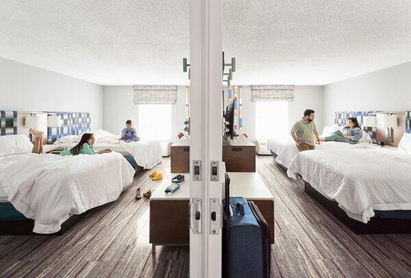 Hilton, bağlantılı oda rezervasyonu için yeni bir özellik sunuyor