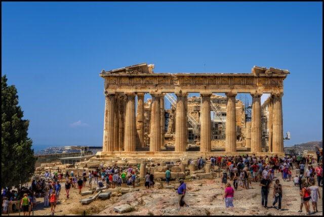 Yunanistan seyahat yasağını 1 hafta daha uzattı