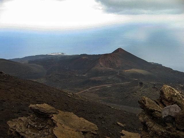İspanya'nın Turistik La Palma Adasında Yanardağ Patladı
