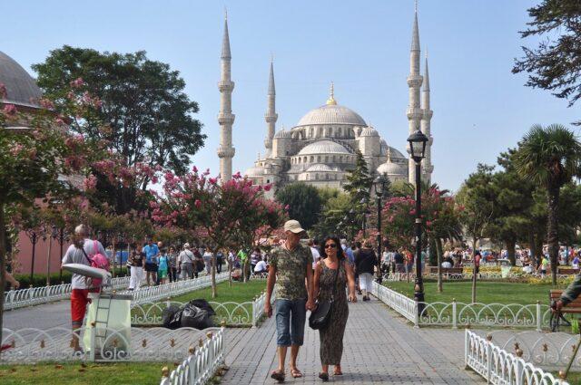 Yedi aylık turizm geliri 6,88 milyar dolar oldu